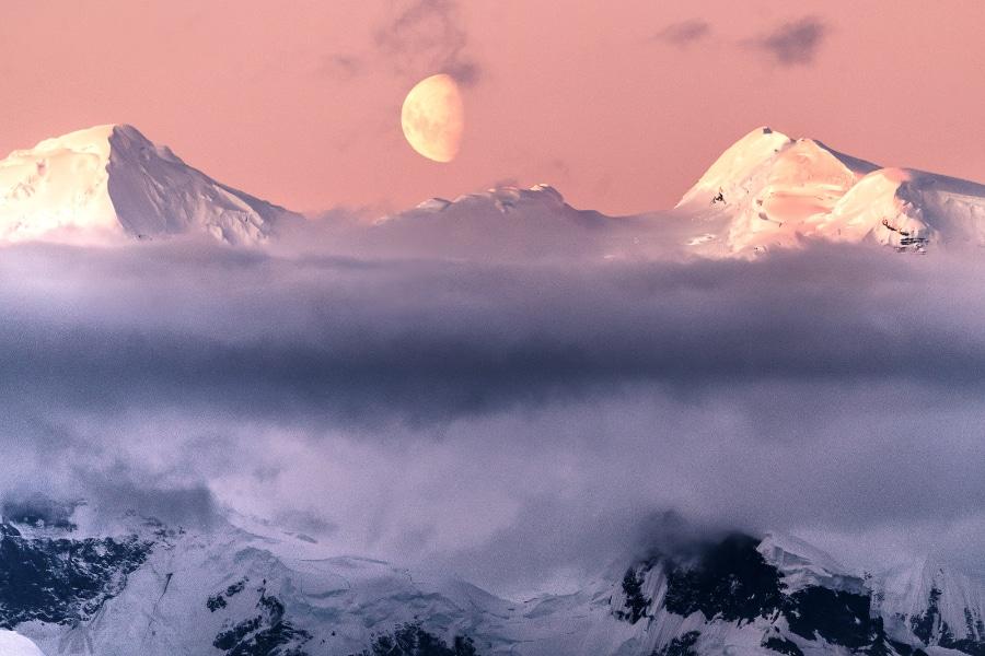 5-Antarctique-Lever-de-Lune-CanalLemaire©StudioPonant-JulieLacombe-1