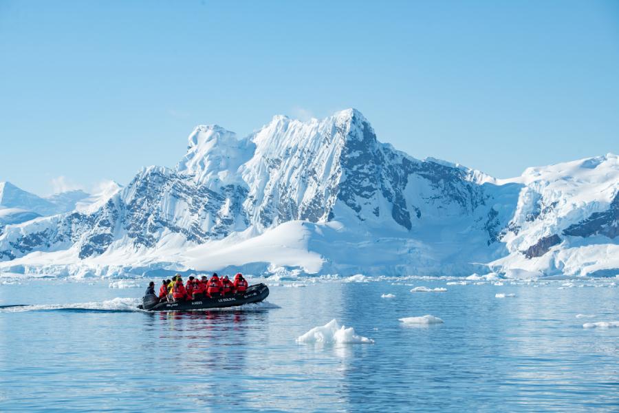 Pourquoi et comment allier tourisme polaire et recherche scientifique